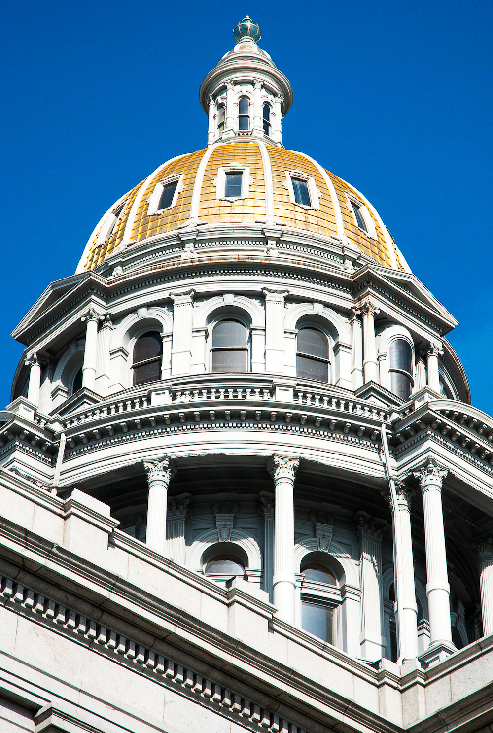 looking up at Colorado State Capitol dome from the outside
